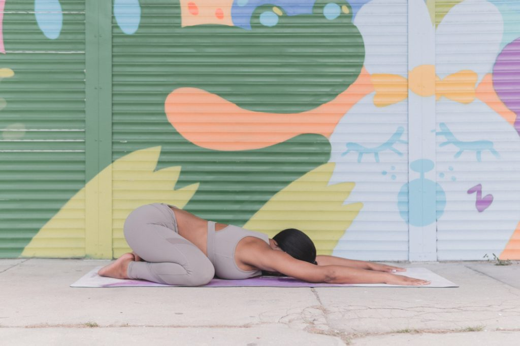 Yoga Poses That Help With Shoulder Posture foto